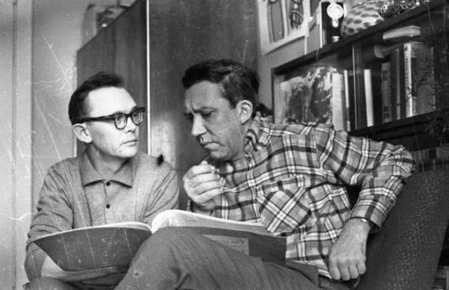 Леонид Гайдай и Юрий Никулин, читка сценария. Москва, 1960-е.