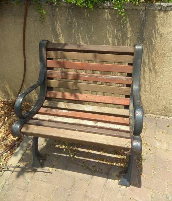 Наткнулся на скамейку для интроверта