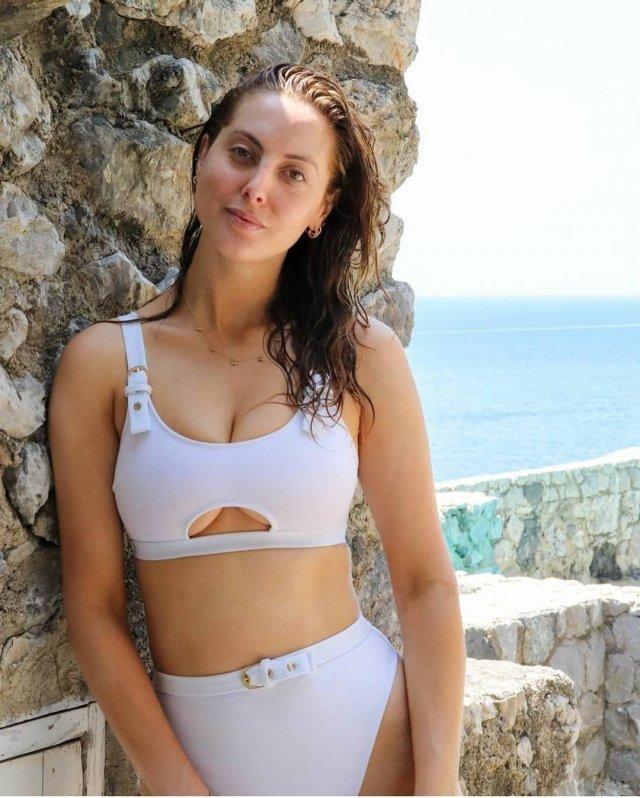 Ева Амурри в белом купальнике