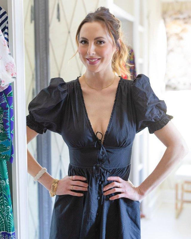 Ева Амурри в черном платье