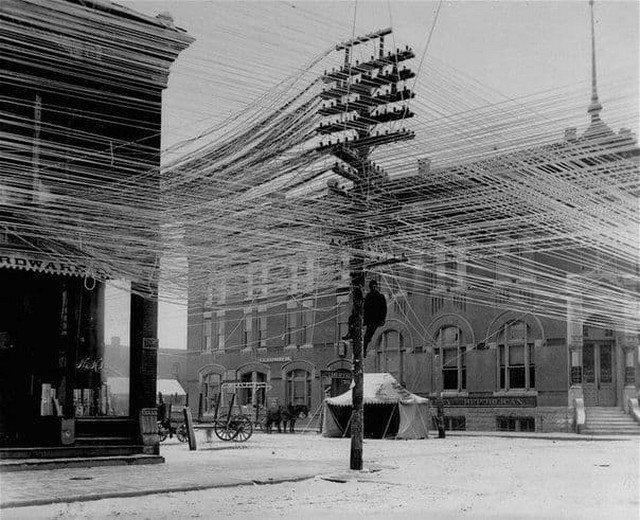 Линии электропередач в городе Пратт. США, Канзас, 1911 год.