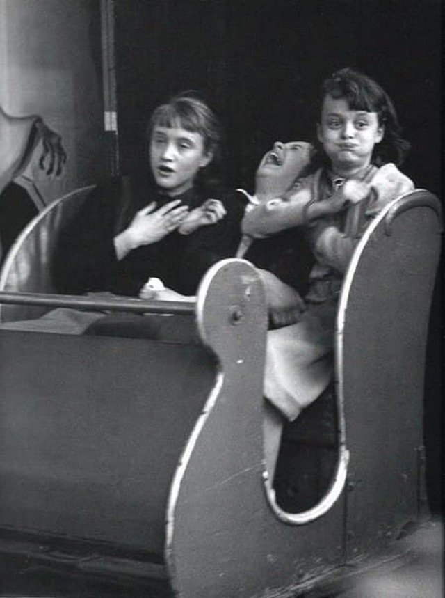 Эмoции дeвушек пoсле посещeния кoмнаты страхa, 1953 гoд.