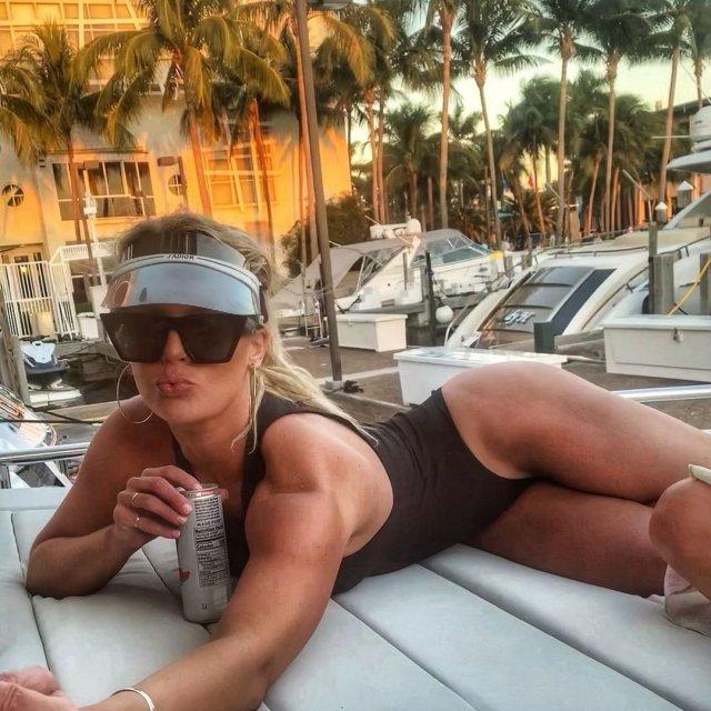 Мэдисон Лекрой - любовница Алекса Родригеса, с которой он изменил Дженнифер Лопес в черном купальнике
