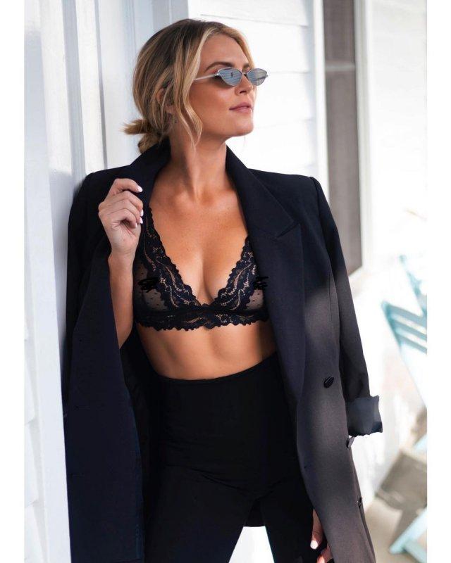 Мэдисон Лекрой - любовница Алекса Родригеса, с которой он изменил Дженнифер Лопес в черном нижнем белье и черном пиджаке