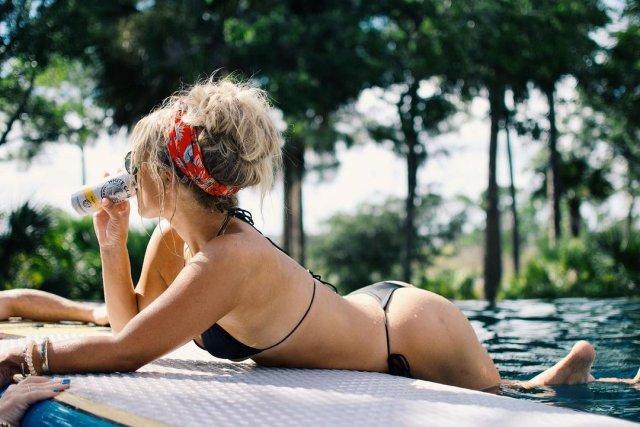 Мэдисон Лекрой - любовница Алекса Родригеса, с которой он изменил Дженнифер Лопес в черном бикини у бассейна