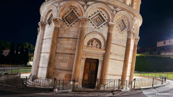 Наклонённая дверь Пизанской башни