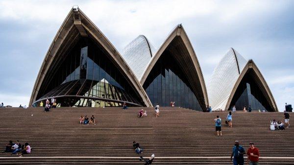 Вход в Сиднейский оперный театр