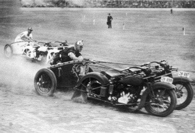 Гонки на мотоциклетных колесницах, Австралия, 1936 год.