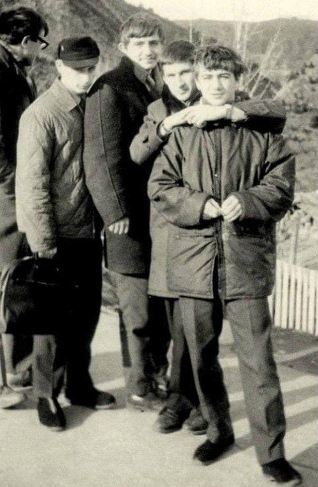 Будущий владелец дворца Аркадий Ротенберг (справа) с друзьями, Ленинград, 1970-е.