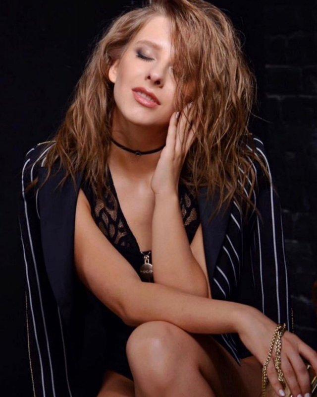 Лиза Арзамасовав черной кофте