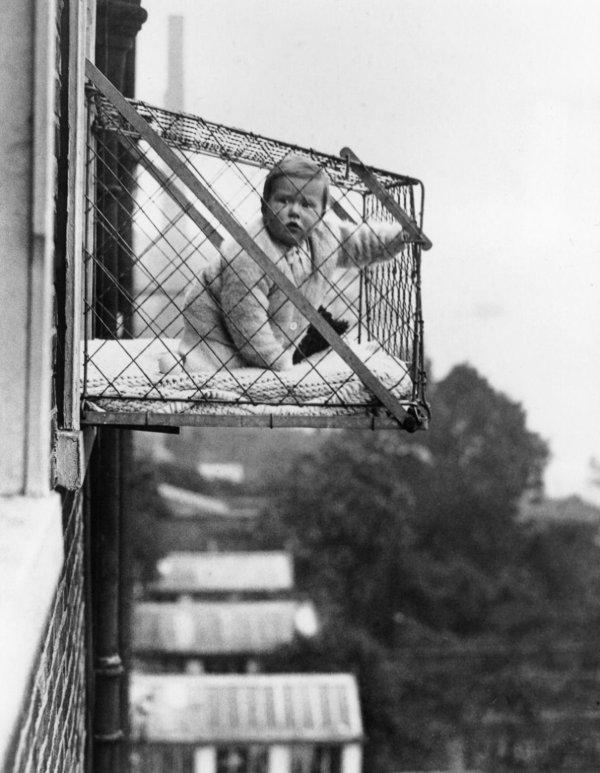 Детские клетки, которые использовались в квартирах в 1930-х годах