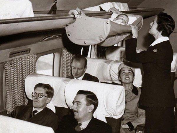 Транспортировка маленьких детей на самолётах в 1960-х годах