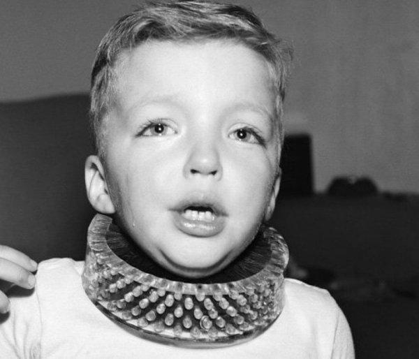 Детский ошейник для чистки шеи, США, 1950 год.