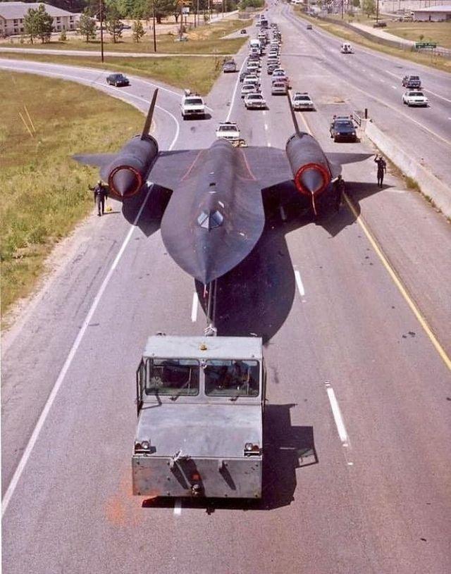 Транспортировка в авиационный музей высотного разведчика Lockheed SR-71. США,1990