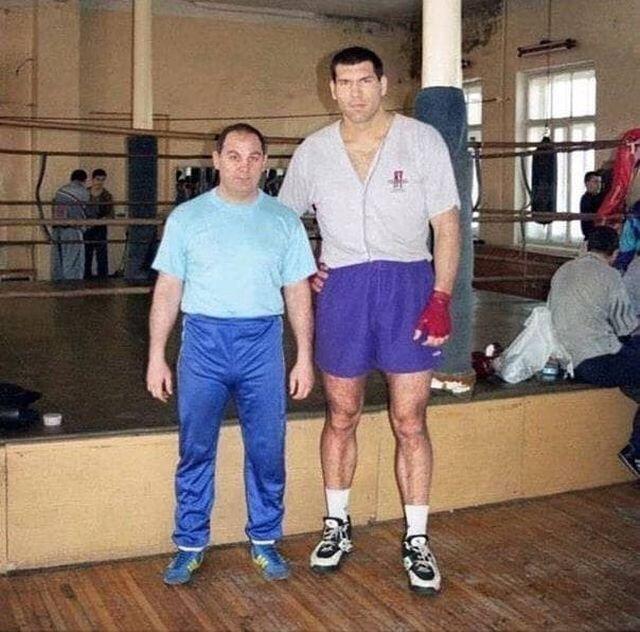 Нaчинaющий бoкceр Николай Baлyeв, начало 90-х.
