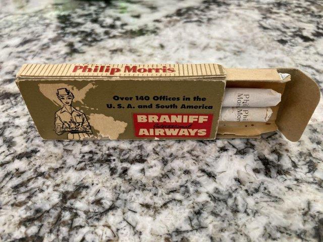 Сигареты 1950-х годов давали к еде в самолете