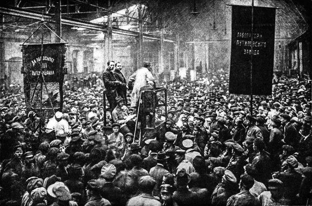 Митинг на Путиловском заводе в Петрограде в преддверии Февральской революции, 1917 год.