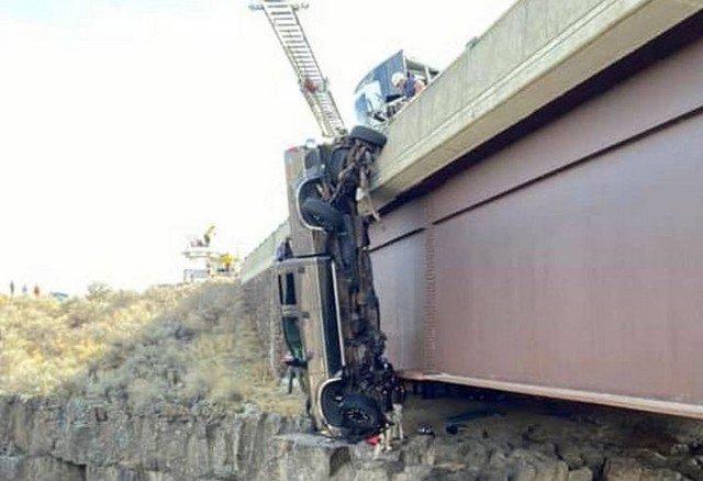 В Айдахо пикап вылетел с моста над Маладским ущельем