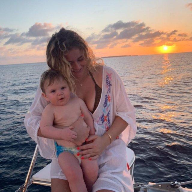 Тилли Рамзи - дочь шеф-повара Гордона Рамзи с братом на море
