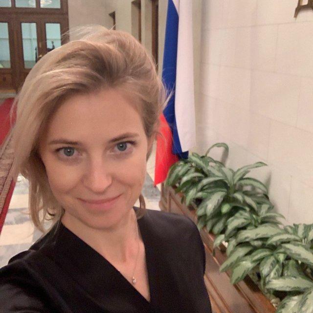 Политик Наталья Поклонская в госдуме в черном платье