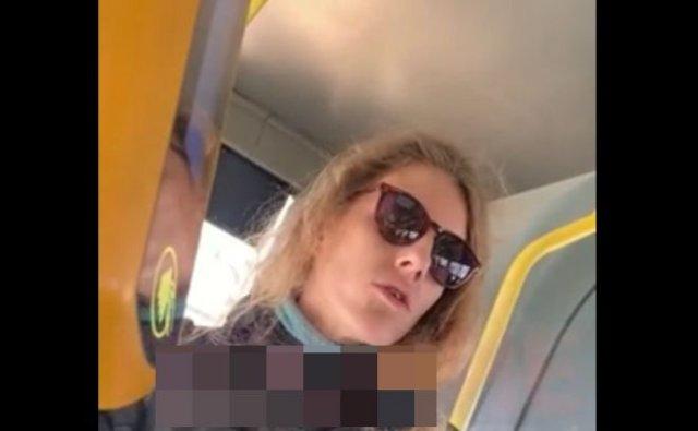 Мужчина жестко вытолкал девушку из автобуса за отсутствие маски