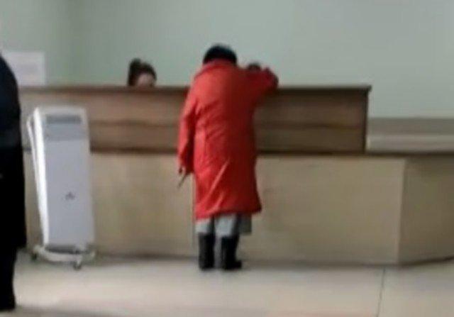 В поликлинике Заинска женщина с ножом записалась на прием к доктору