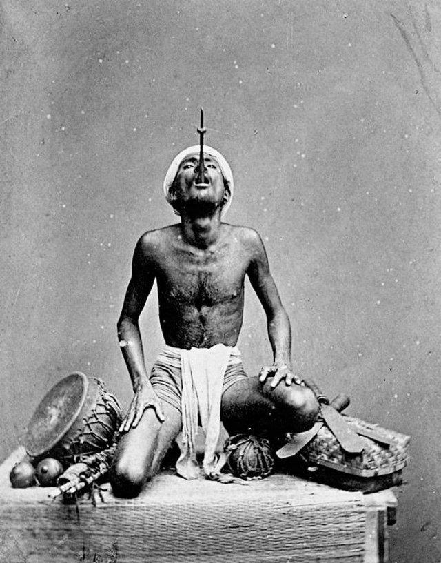 Индийский шпагоглотатель, 1868 год.