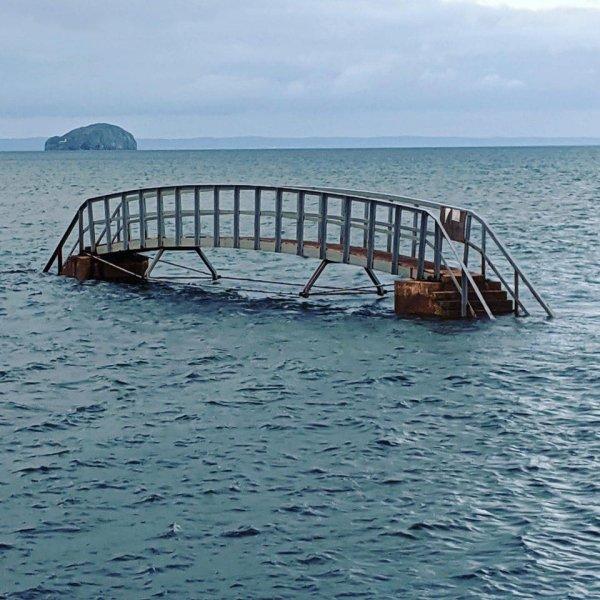 Казалось бы, это мост в никуда