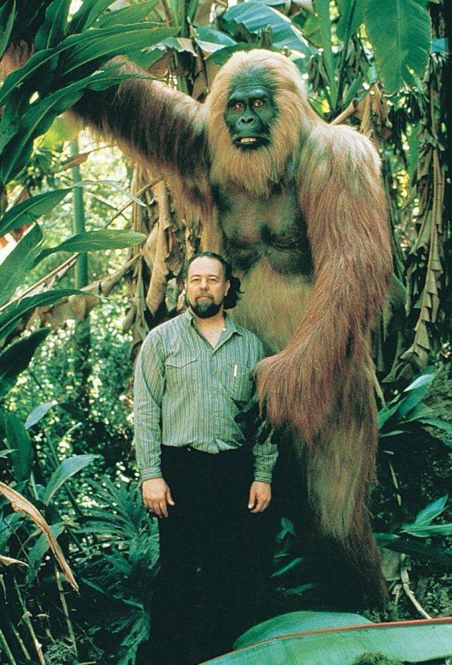 Гигантопитек - самый крупный из когда-либо живших приматов. Весил от 300 до 550 кг. был вегетарианцем.