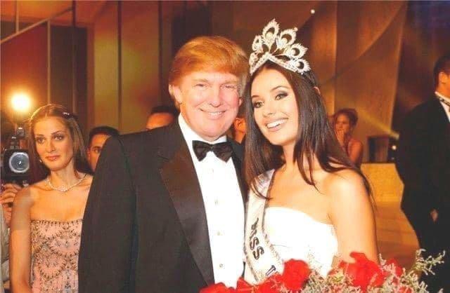 Оксана Федорова «Мисс Вселенная» с Донaльдом Трампом, Москва 2002 год.