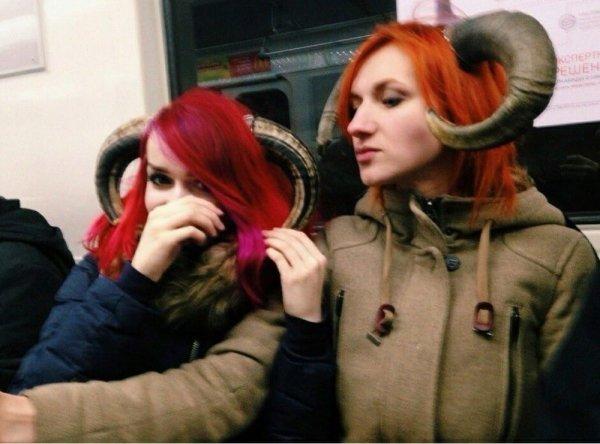 девушки с рогами