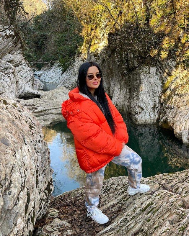 Анна Маковская - любовница Давида Манукяна, на которую он променял Ольгу Бузову в оранжевой куртке