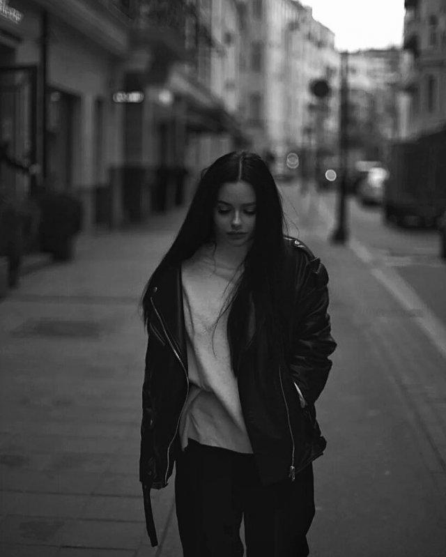 Анна Маковская - любовница Давида Манукяна, на которую он променял Ольгу Бузову в черной кожаной куртке