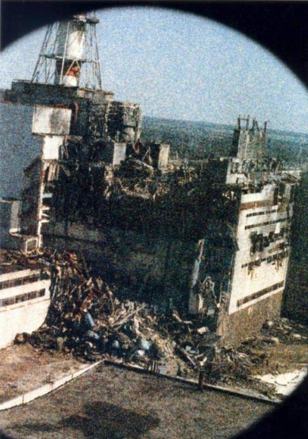 Фото Чернобыльской атомной станции на утро после аварии