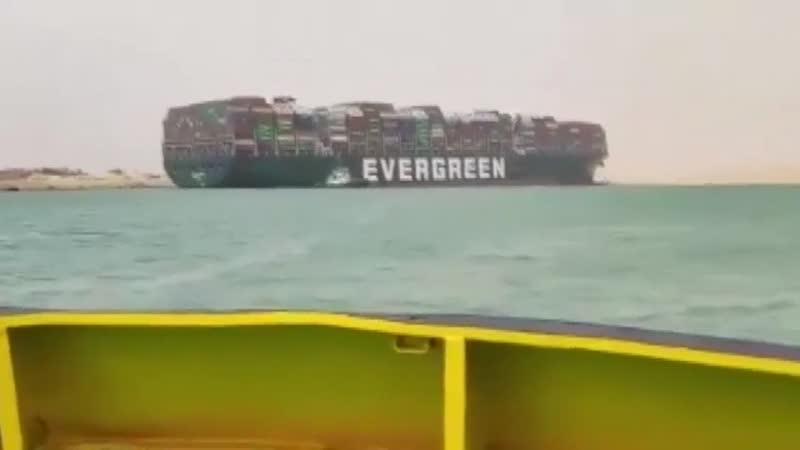 Контейнеровоз EverGiven сел на мель в Суэцком канале!