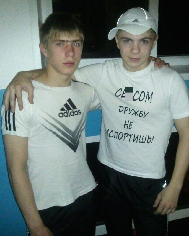 Люди, которые любят футболки с нелепыми надписями