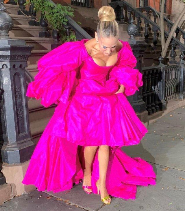 """звезда сериала """"Секс в большом городе"""" Сара Джессика Паркер в розвовом платье"""