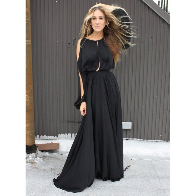 """звезда сериала """"Секс в большом городе"""" Сара Джессика Паркер  в черном платье"""