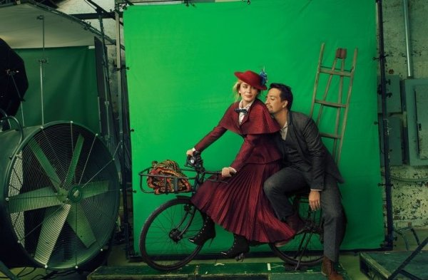 Эмили Блант и Лин-Мануэль Миранда на съемках ленты «Мэри Поппинс возвращается»