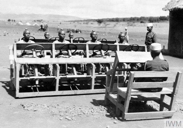 Обучение вождению королевских африканских стрелков (King's African Rifles), 1943 год.