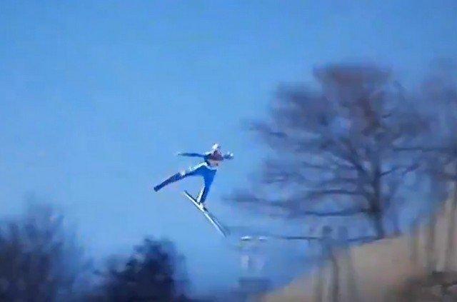 Даниэль-Андре Танде потерял равновесие в воздухе и рухнул на склон на этапе Кубка мира в Планице
