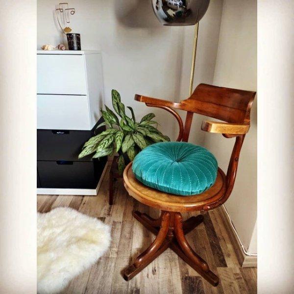 Этот стул принадлежит моей семье с 1930 года. Он сделан в Италии из эстонского дерева