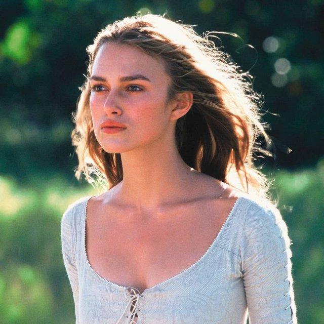 Кира Найтли в белом платье