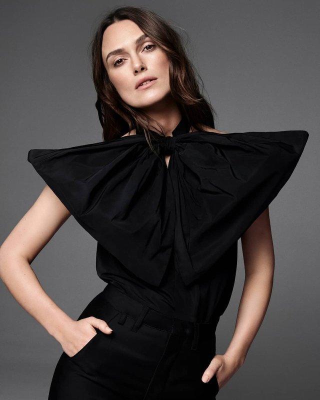 Кира Найтли в черном платье