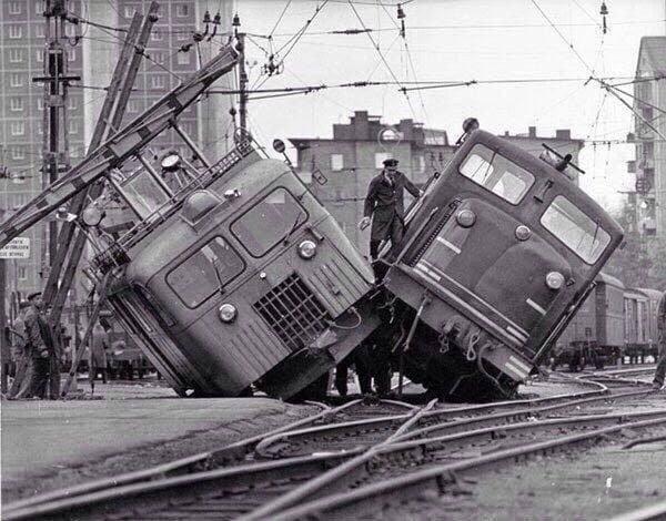 Столкновение двух трамваев на улице Стокгольма. Швеция, 2 ноября 1965 года