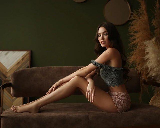 Жена футболиста Дмитрия Тарасова - модель Анастасия Костенко на фотосессии