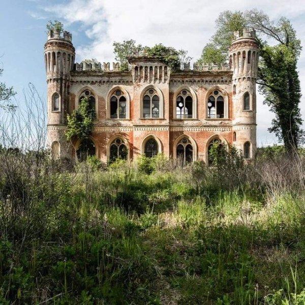 Заброшенный итальянский замок
