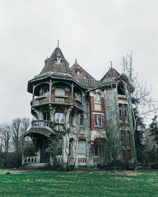 Заброшенный дом, Франция