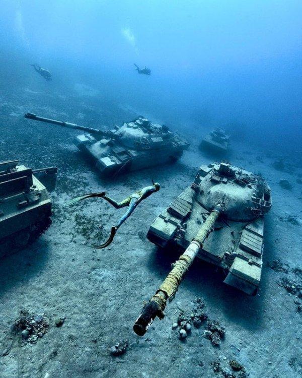 Старые танки под водой