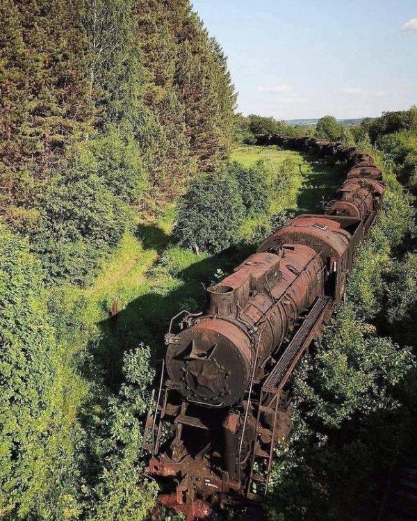 Кладбище паровозов близ железнодорожной станции Шумково (Пермский край)